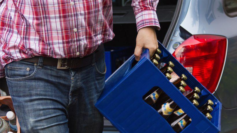 Zuerst tragen, dann trinken. © Leonardo Franko/Fotolia