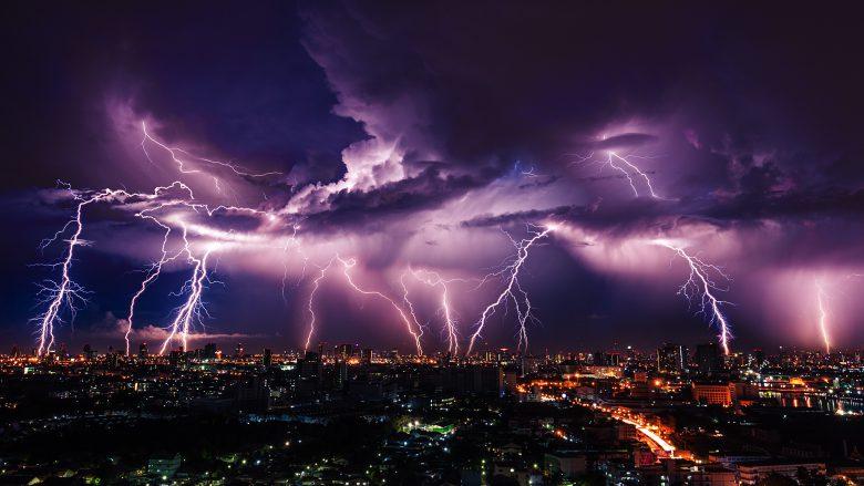 """Flash"" heißt Blitz. Deswegen. © stnazkul/Fotolia"