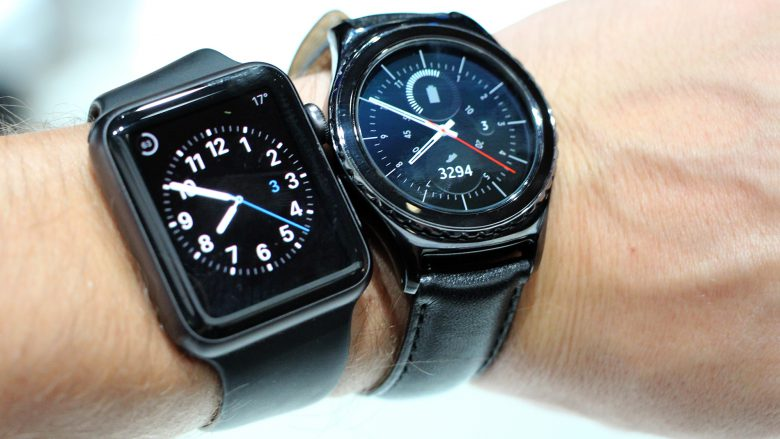Apple Watch vs. Samsung Gear S2. © Jakob Steinschaden
