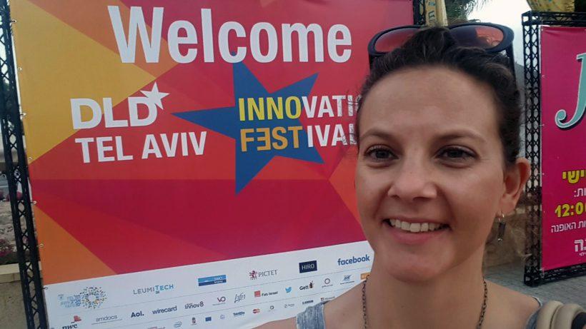 Ambuzzador-Chefin Sabine Hoffmann macht Selfie in Tel Aviv. © S. Hoffmann