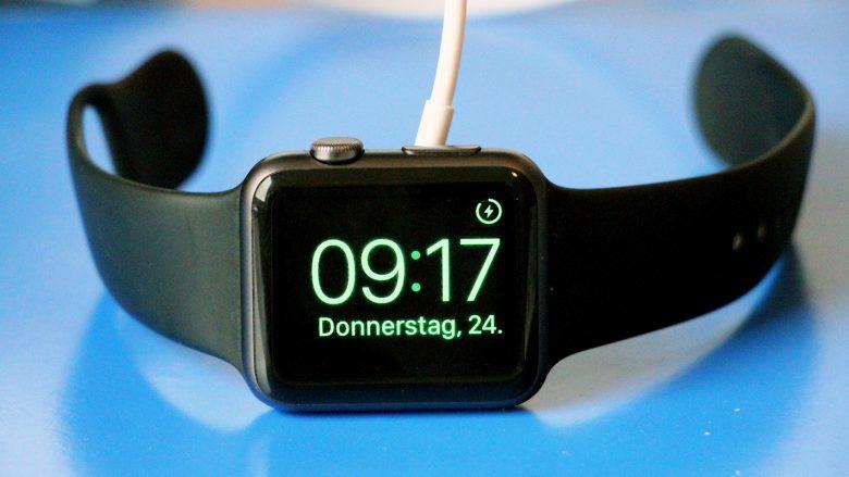 Apple Watch im Nightstand-Modus. © Jakob Steinschaden