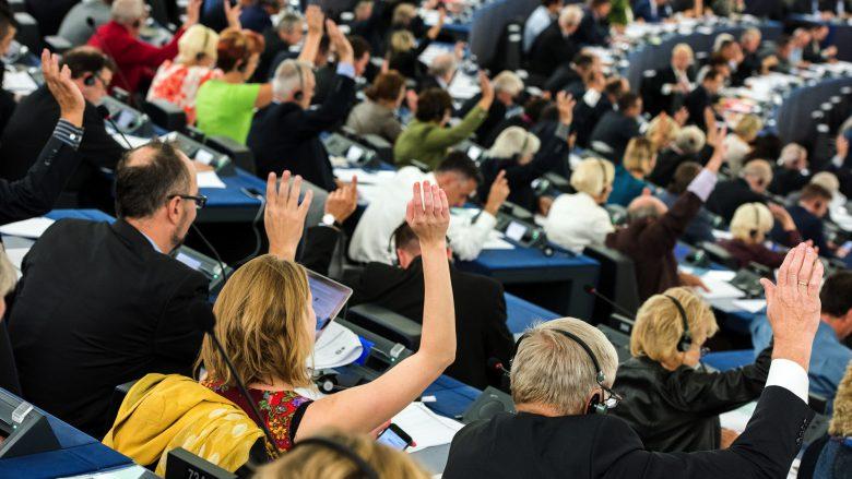 Hände hoch im Hohen Haus von Straßburg. © European Parliament/Flickr