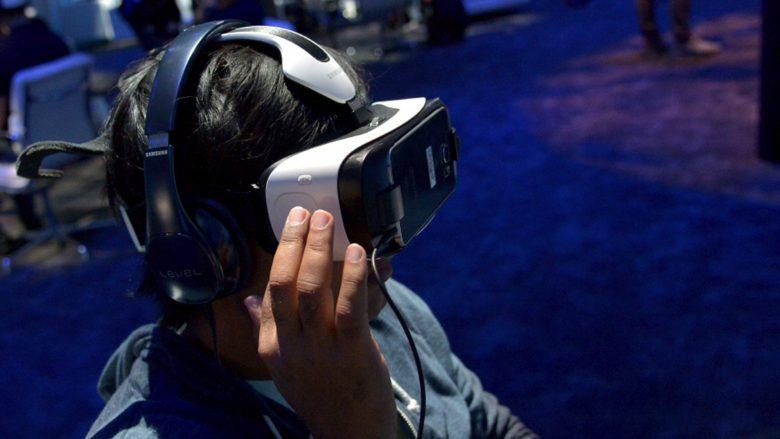 Samsungs Gear VR braucht ein Smartphone, das als Display dient. © Samsung