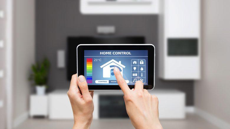 Zukunft des Wohnens: Das intelligente Eigenheim ist per Mobilgerät steuerbar. © Fotolia/Artur Marciniec
