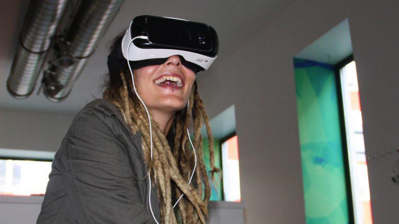 Eintauchen in eine andere Welt mittels VR-Brille. © vrei