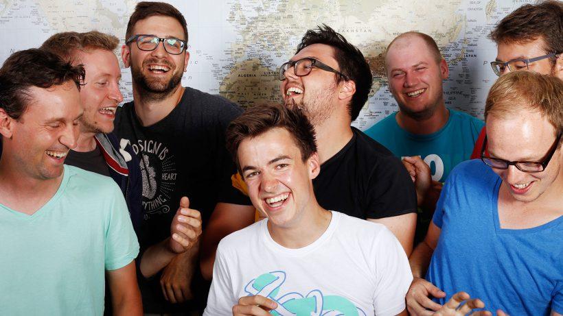 Das Team rund um Moritz Plassnig. © Codeship