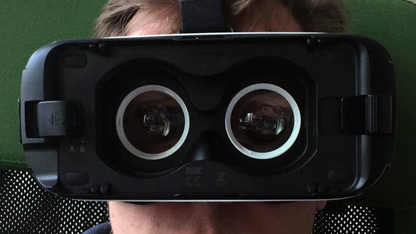 Durch diese Linsen starrt man in die virtuelle Realität. © Jakob Steinschaden