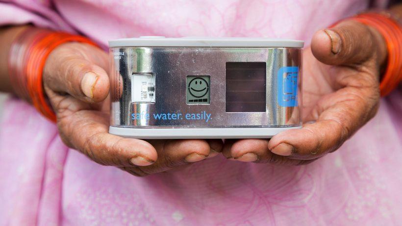 Das Wadi-Gerät zeigt an, wann Wasser trinkbar ist. © Helioz
