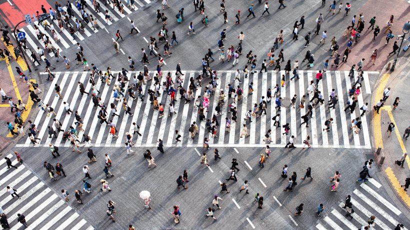 Die berühmten Zebrastreifen und Menschenmassen der Shibua Crossing. © Fotolia/eyetronic