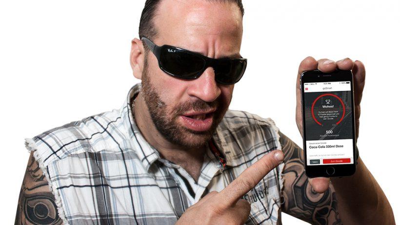 Big Alex als Testimonial: Der bekannteste Türsteher Wiens wirbt für die goSmart-App. © Dolphin Technologies