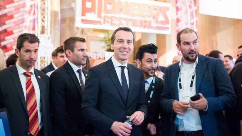 Bundeskanzler Christian Kern mit Pioneers-Mitgründer Andreas Tschas (rechts). © Pioneers.io