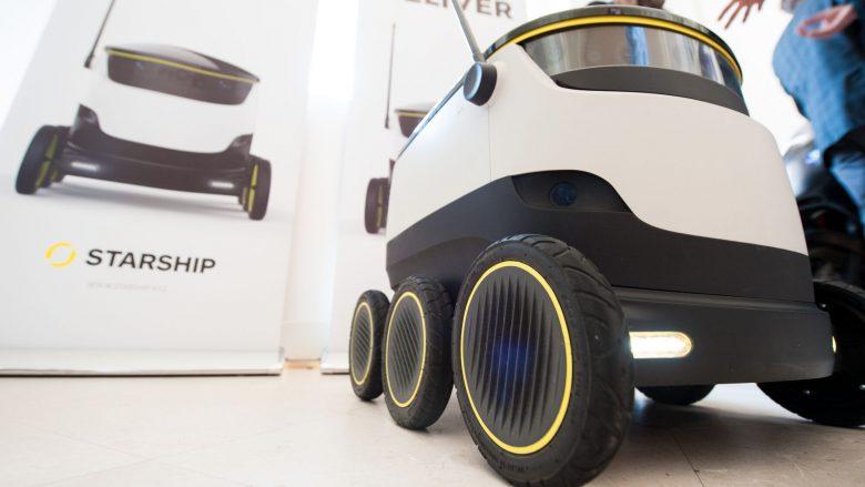 "Transport-Roboter ""Starship"" kurvt am Festival herum. © Pioneers.io"