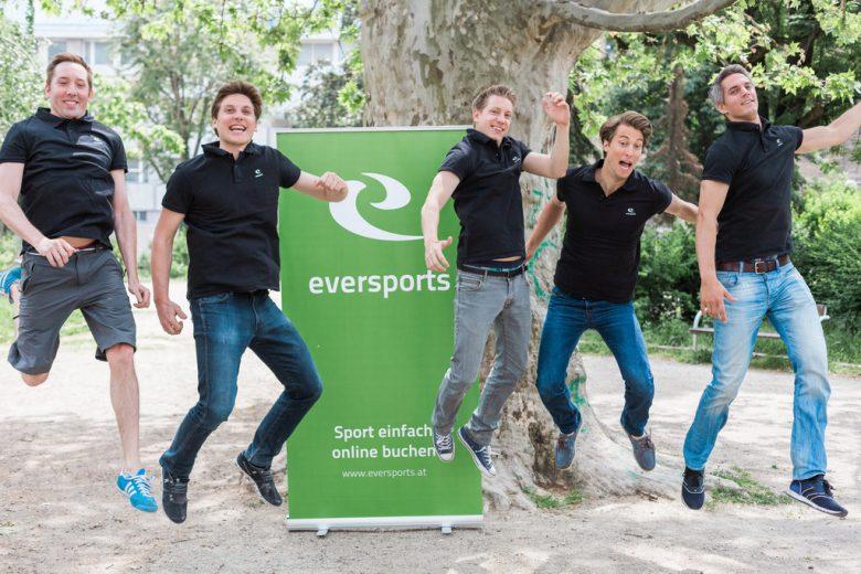 Klassisches Start-up-Sprung-Foto, diesmal vom Eversports-Team. © Eversports.com
