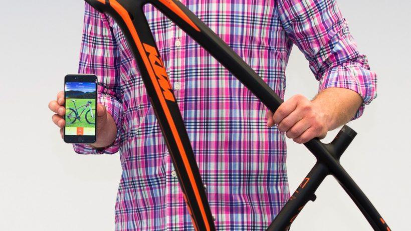 App kommuniziert mit Fahrrad. © Troja Bike