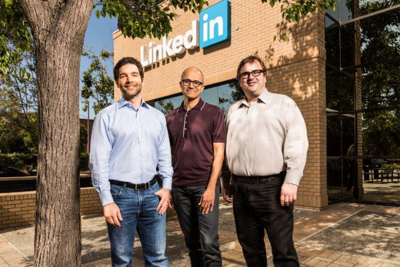 Jeff Weiner (CEO LinkedIn), Satya Nadella, CEO Microsoft) und Reid Hoffman (LinkedIn-Gründer). © Microsoft
