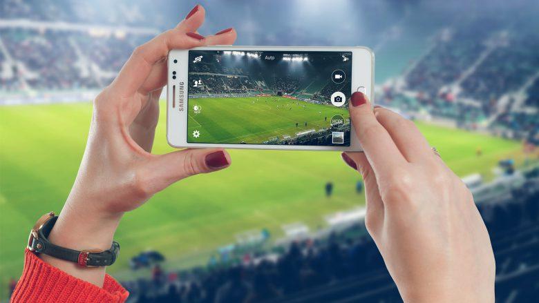 Einfach das Smartphone zücken und draufhalten, kann problematisch werden. © Samsung/Pixabay