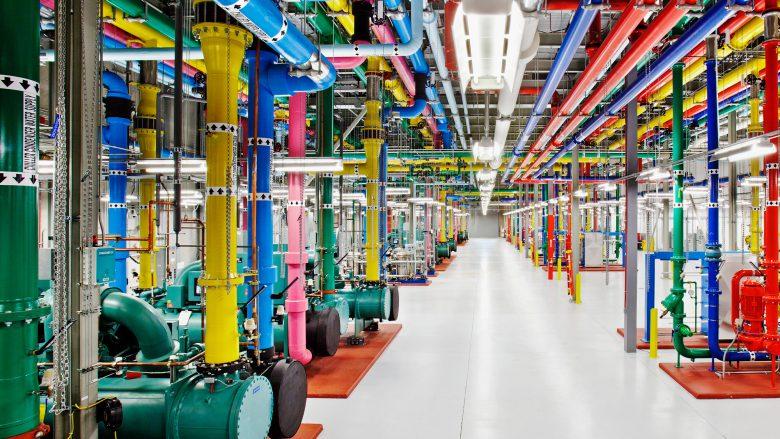 Wo das Internet teilweise zu Hause ist: Google Rechenzentrum von innen. © Google