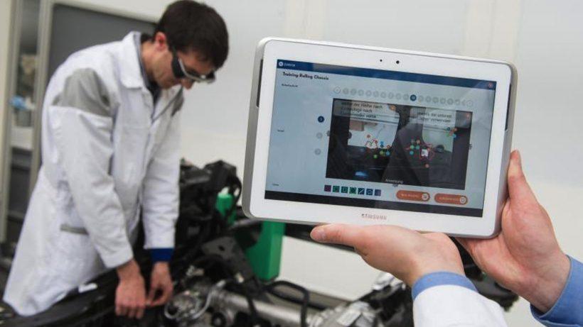 Android-Tablet sendet Daten an AR-Brille von Epson. © Volkswagen