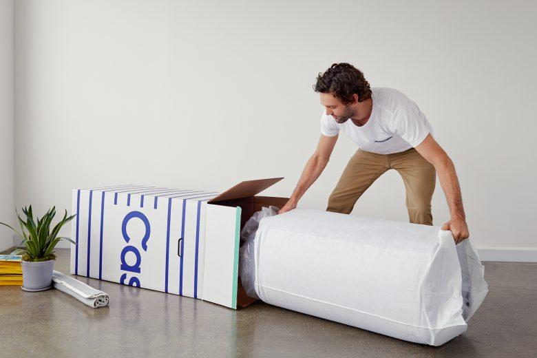 Die Casper-Matratze kommt eingerollt. © Casper