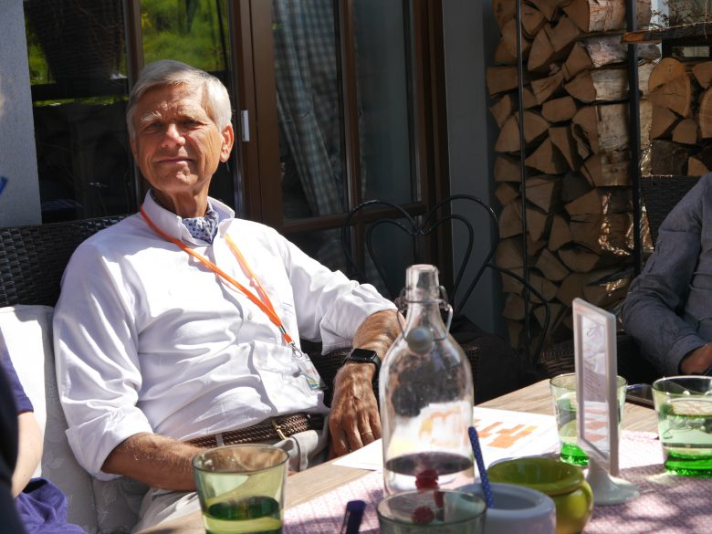 Hermann Hauser mit Apple Watch am Handgelenk. © I.E.C.T.