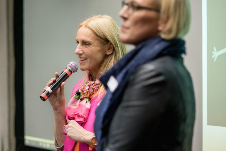v.l.n.r.: Susanne Wegscheider (Wirtschaftsstadträtin Linz), Anke Merkl-Rachbauer (Abteilungsleiterin Wirtschaft und EU)