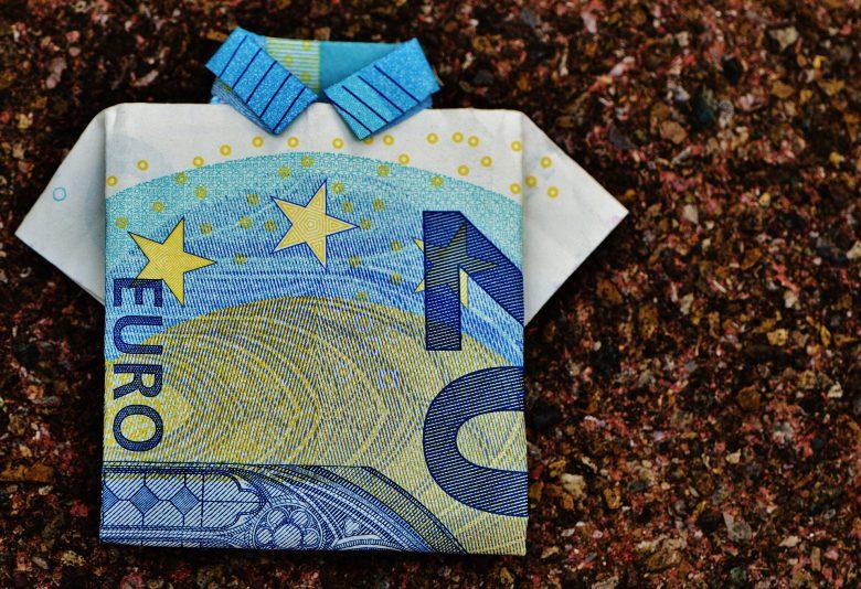 Ob schön gefaltet oder nicht, mit einer Mahnung ist die Chance, dass ihr euer Geld bekommt um einiges höher.
