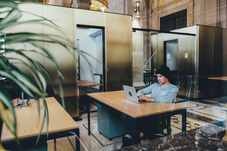 Produktionsunternehmen, Dienstleistungsfirma oder Tech-Startup – euer Standort sollte zu eurem Fokus passen © Crew / Unsplash