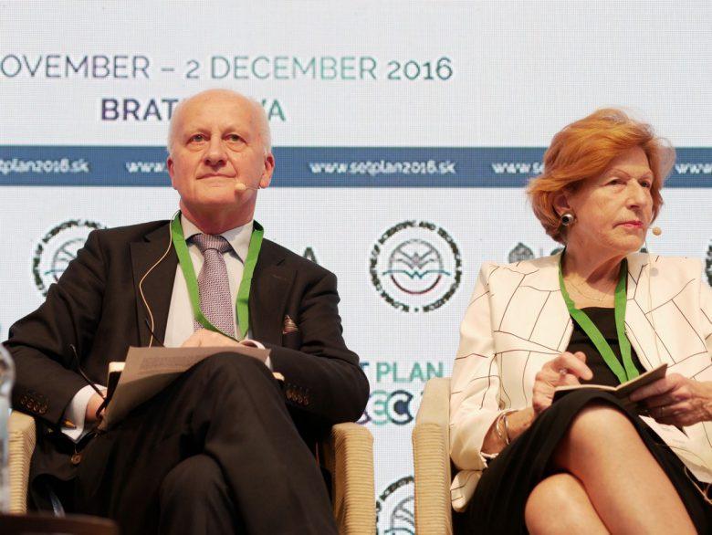 John Loughhead (links), wissenschaftlicher Chefberater im britischen Ministerium für Energie & Klimawandel und Marianne Haug, Mitglied und vormalige Vorsitzende der Horizon 2020 Gruppe für Energie © SET Plan Conference 2016