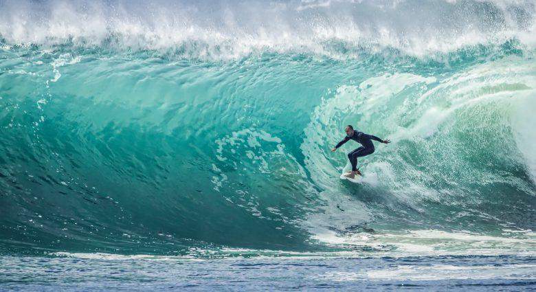 Ein Unternehmen zu gründen kann wild, aufregend und herausfordernd wie Surfen sein - und wenn man vom Brett fällt, muss man einfach wieder aufstehen © Julie Macey / Unsplash