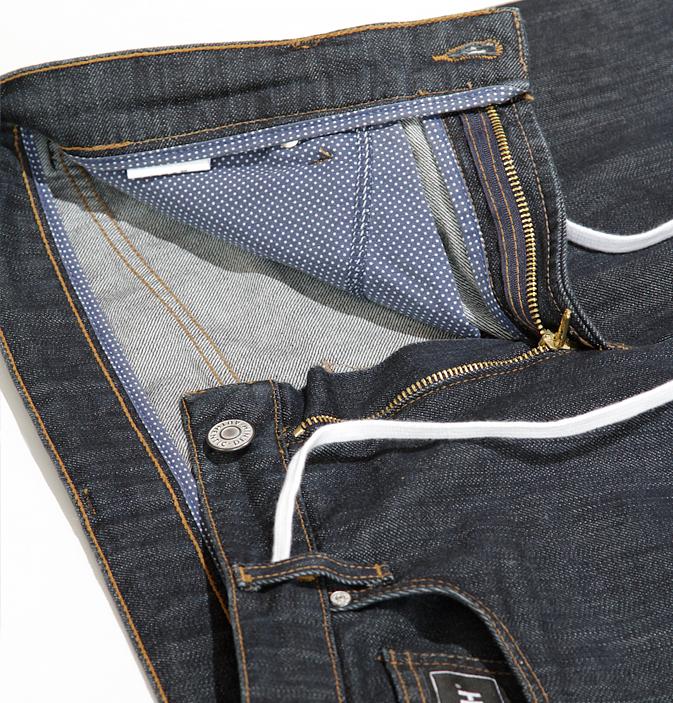 Die neue Jeans hat einen integrierten Gürtel © Vresh