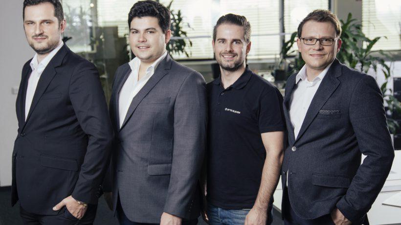 Martin Pölzl (Logoshuffle), Christoph Lalej (Logoshuffle), Matthias Ruhri (Up to Eleven) und Martin Schmidt (Logoshuffle) planen die weltweite Marktführerschaft in der AI-unterstützten Marketing Automation. © rawpix.at - Stefan Warmuth