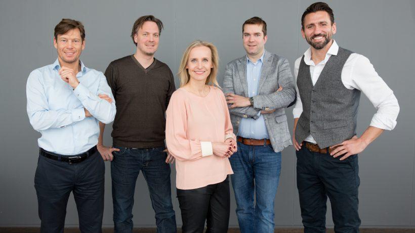 v.l.n.r.: Thomas Polak (Uniqa), Markus Wagner (i5invest), Eveline Steinberger-Kern (Blue Minds Group), Dominik Greiner (Camouflage Ventures) und Hassen Kirmaci (weXelerate) knüpfen mit weXelerate ein Super-Netzwerk für Startups. Bildquelle: Anna Rauchenberger