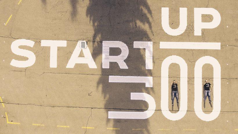 Startup300-Gründer Michael Eisler und Bernhard Lehner aus Drohnenperspektive im Hof der Tabakfabrik © startup300