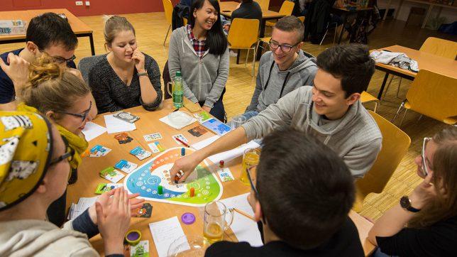 Brettspiel und App als kombiniertes Spiel – die Spezialität von rudy games aus Linz. © rudy games