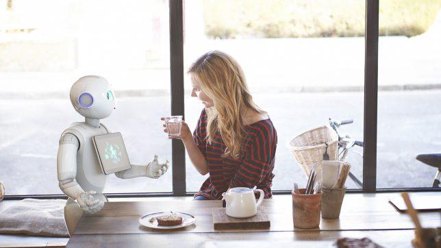 """Softbanks Roboter """"Pepper"""" im Gespräch. © Softbank"""
