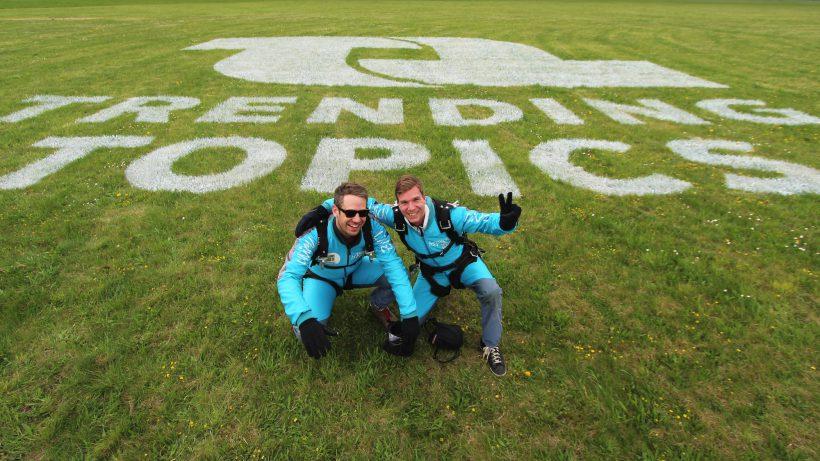 Nach dem Sprung: Bastian Kellhofer und Jakob Steinschaden. © Trending Topics