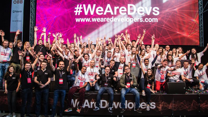 Gruppenbild bei der WeAreDevelopers-Konferenz 2017. © WeAreDevelopers/Tamás Künsztler