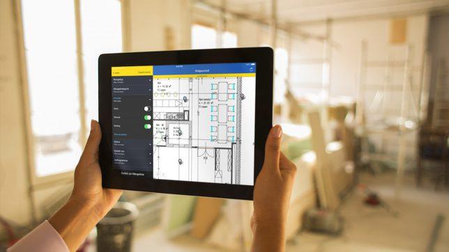 Mit dem iPad auf der Baustelle. © PlanRadar
