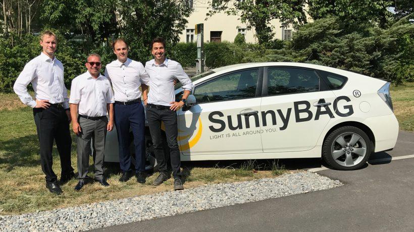 SunnyBAG-Team und Kelag-Geschäftsführer. © SunnyBAG