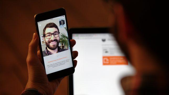 Video-Ident-Verfahren geht auch via Smartphone. © IDnow GmbH