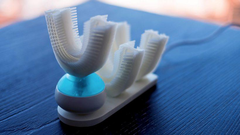 Eher wie eine Zahnspange als eine Zahnbürste. © Amabrush
