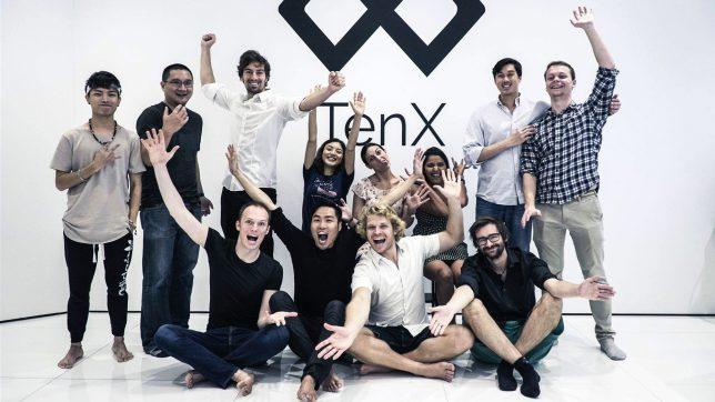 Die TenX-Gründer (sitzend v.l.n.r.) mit Team: Toby Hönisch (CEO), Paul Kitti (COO), Julian Hosp (CMO) Michael Sperk (CTO). © TenX