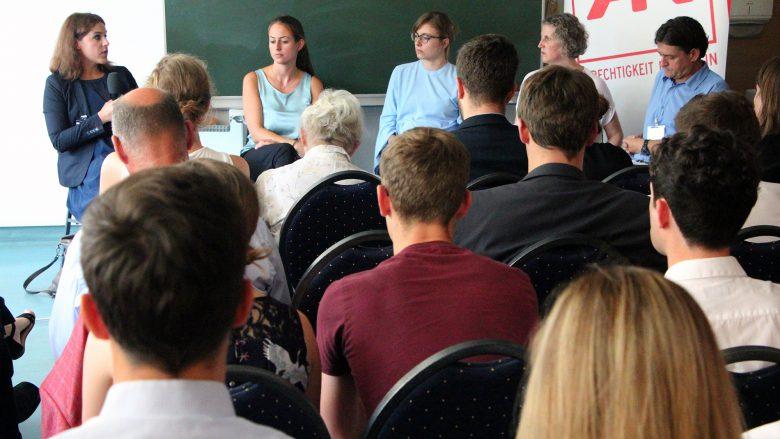 Diskussion in Alpach über das BGE. © Jakob Steinschaden