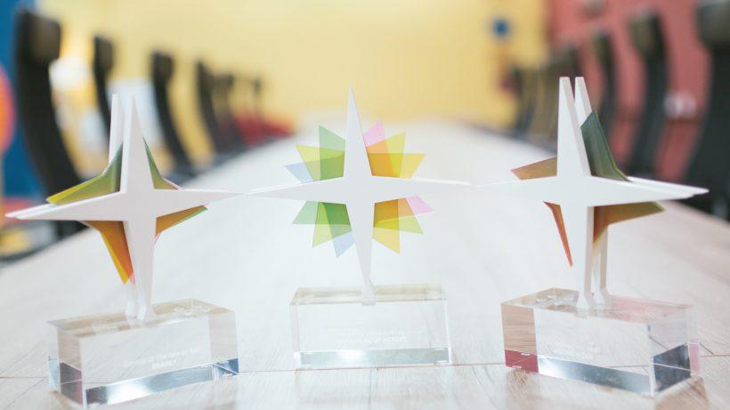 Diese Trophäen können Startups bei den CESA abstauben. © CESA