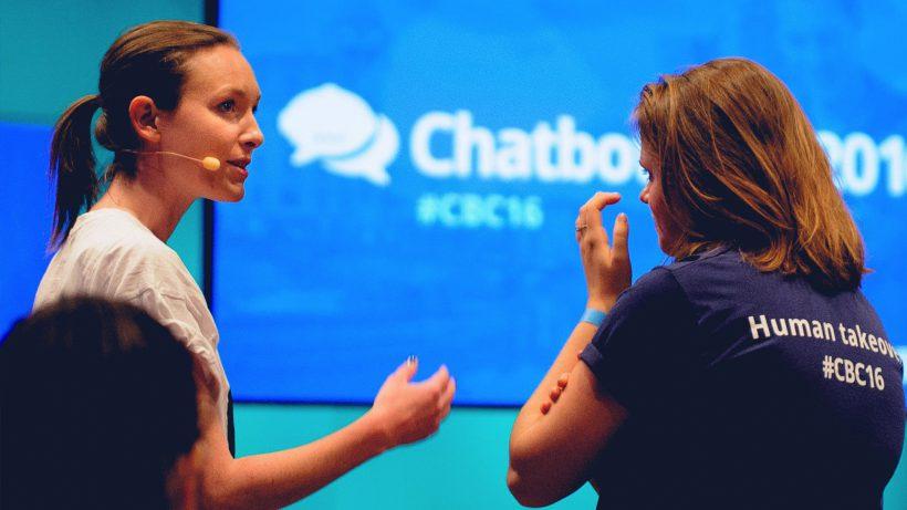 Maggie Childs (Metropole) und Lisa Fassl (aaia) auf der ChatbotConf 2016. © oratio