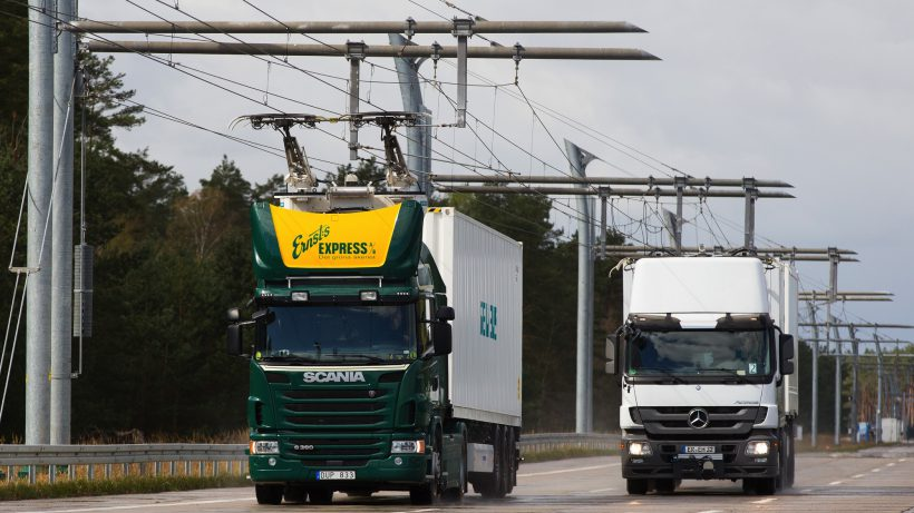 Hybrid-LKW am eHighway. © Siemens
