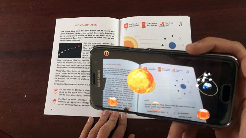 Die Areeka-App augmentiert Unterrichtsunterlagen. © Areeka