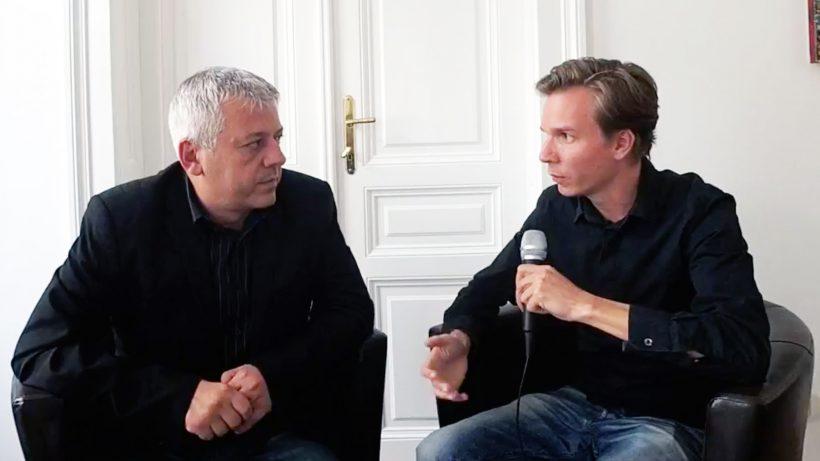 Hans Arsenovic von den Grünen im Gespräch mit Jakob Steinschaden von Trending Topics. © Trending Topics