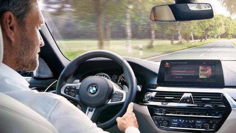 Alexa fährt mit. © BMW Group