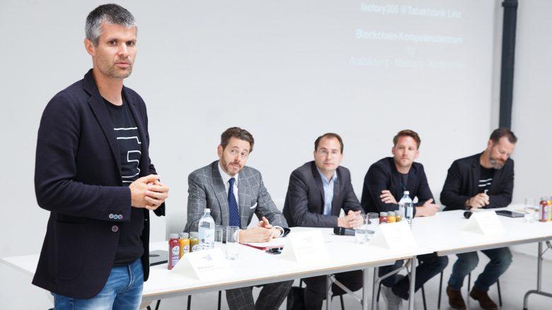 Michael Eisler (startup300), Wirtschaftsminister Harald Mahrer, Paul Pöltner (Conda), Paul Polterauer (Herosphere) und Bernhard Lehner (startup300). © startup300